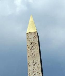 El obelisco de Ramses II en la plaza de la Concordia