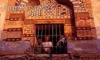 Ni_os_en_la_escuela_de_la_Mezquita_de_Abul-al-Haggag_dentro_del_templo_de_Luxor_.jpg