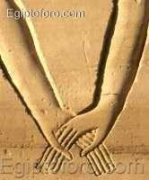 Karnak_manos.jpg