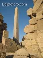 Obelisco_de_Hap_en_karnak1.JPG