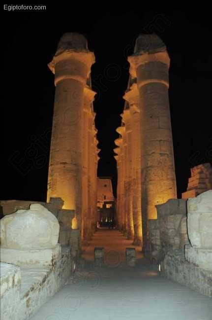 Columnata-Procesional-de-Amenhotep-III.jpg