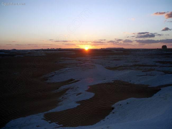 puesta2_sol_desierto_blanco