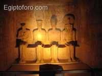 Dioses_del_templo_de_Abu_Simbel.jpg