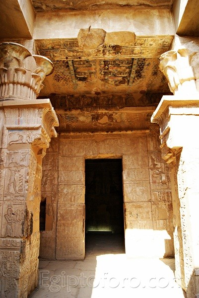 Deir_el_Medina-Templo_Hathor