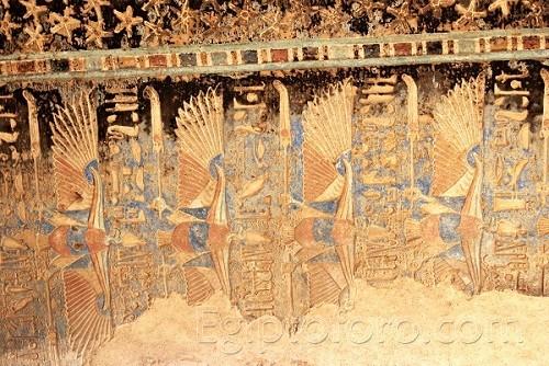 Deir_el_Medina-Templo_Hathor_10_