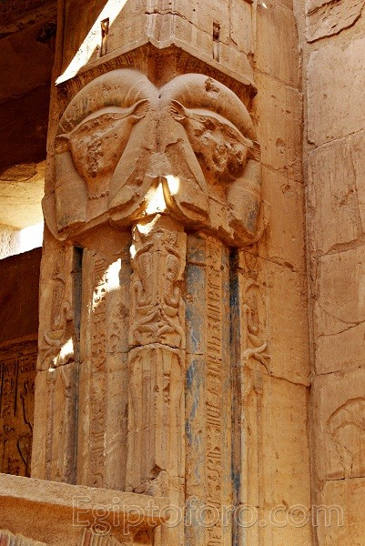 Deir_el_Medina-Templo_Hathor_2_