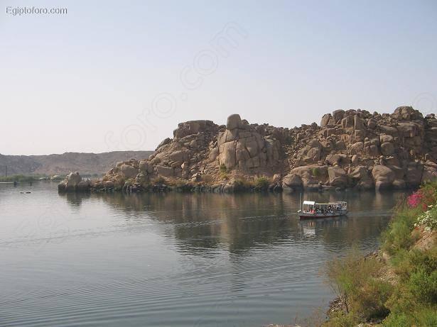 Philae_-_Llegada_al_templo_de_Isis
