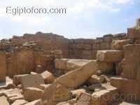 Restos_templos_solar_Sahure.jpg