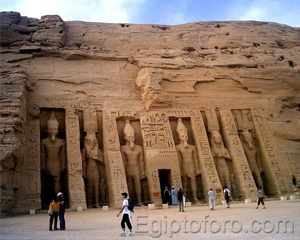 29_Abu_Simbel_Templo_de_Nefertary