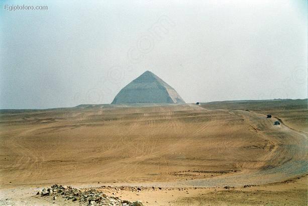 dashur_piramide_romboidal_Snofru