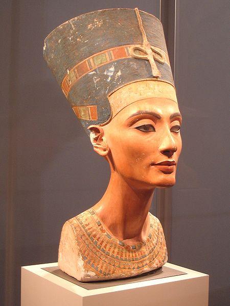 Busto de la reina Nefertiti.